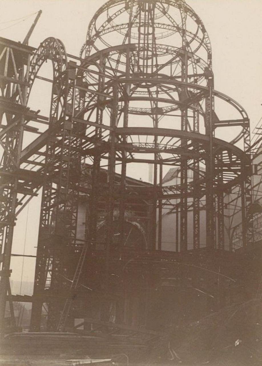 Марсово поле. Купол главного здания во время строительства