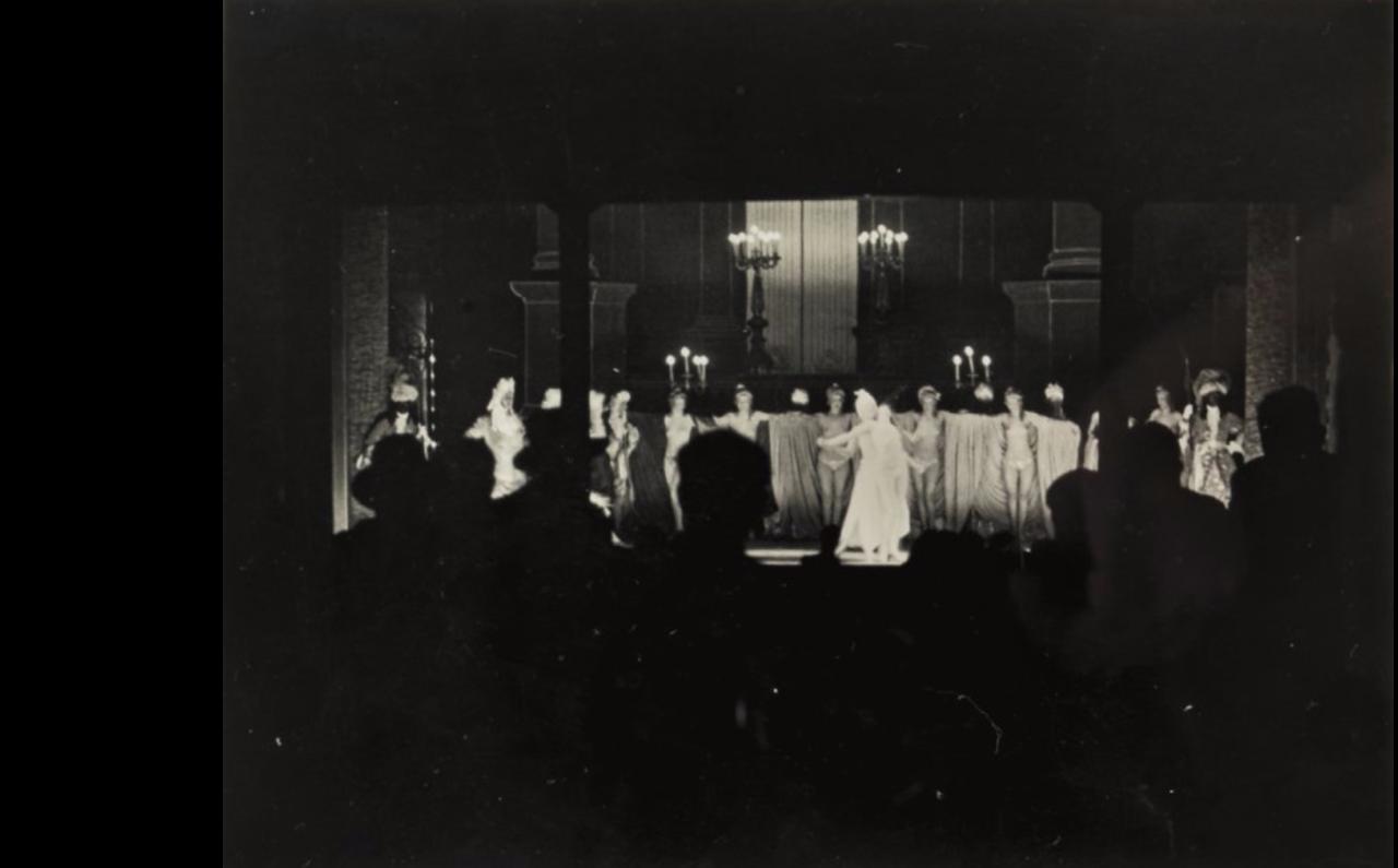 1932. Фоли-Бержер. Сцена