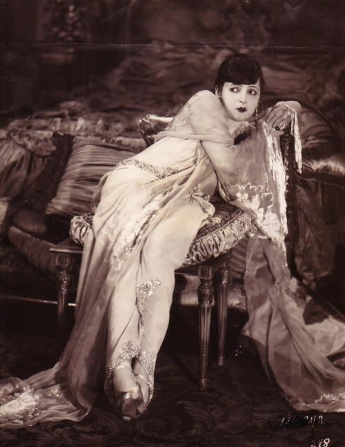 "Lya De Putti in ""Sorrows of Satan"" 1926.jpg"