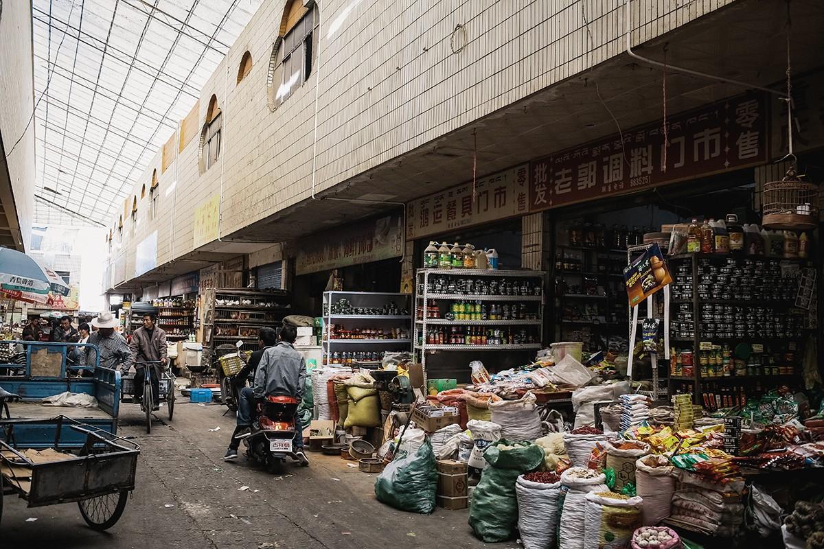 36. Одним из самых увлекательных моментов стал наш поход на китайский рынок. Так как деньги исчезали