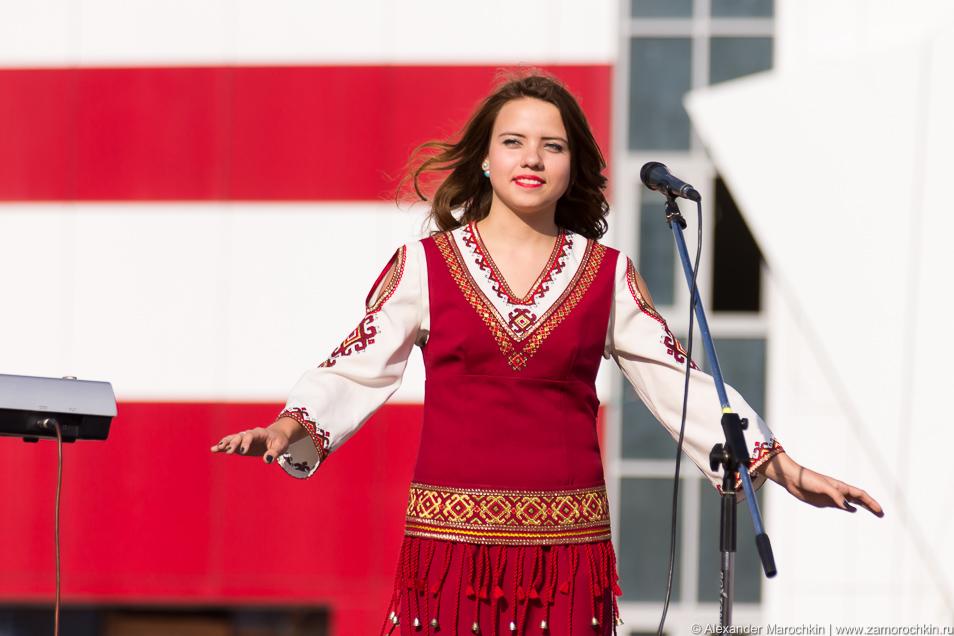 Девушка в мордовском костюме
