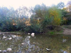 Октябрь, окрестности Горячего Ключа, у реки, 2014 год