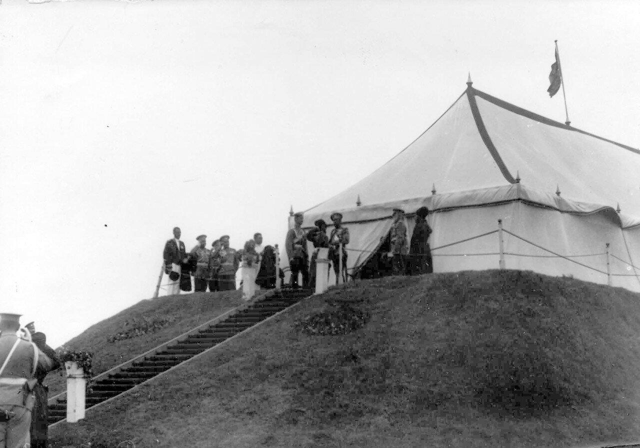18. Император Николай II на царском валике принимает парад войск. 30 июля 1912
