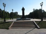 2008 07 17 Академгородок Памятник академику Коптюгу