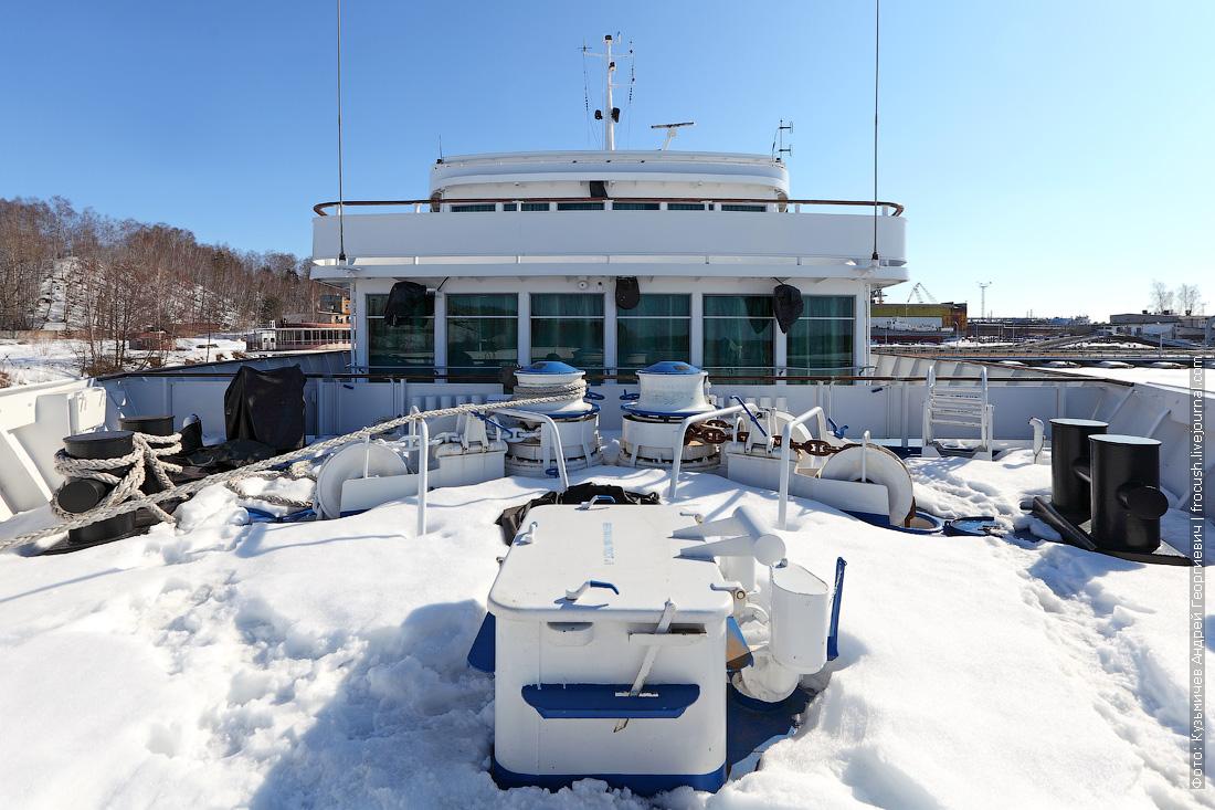 Дмитрий Фурманов бак теплохода в снегу