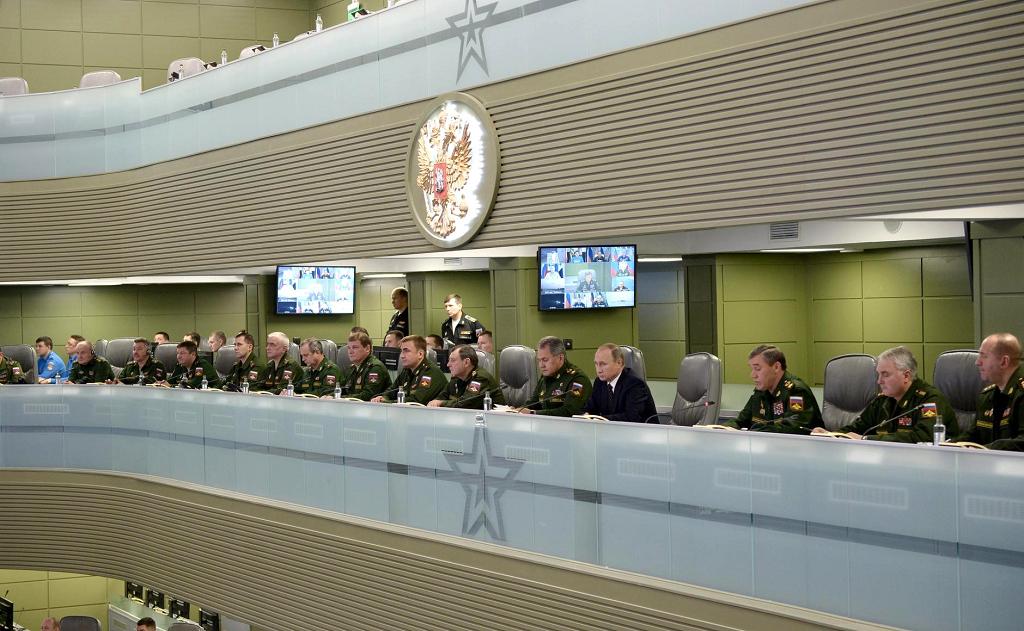Путин в Центре управления обороной-3, 17.11.15.png