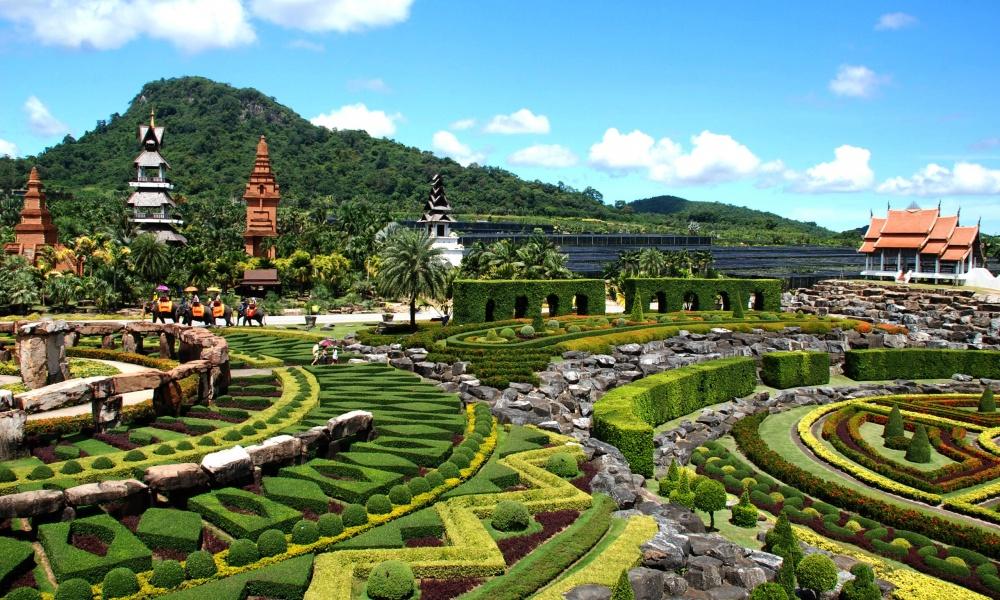 Нонг Нуч— это 240 гектаров ботанических садов иместных достопримечательностей, расположенных на16