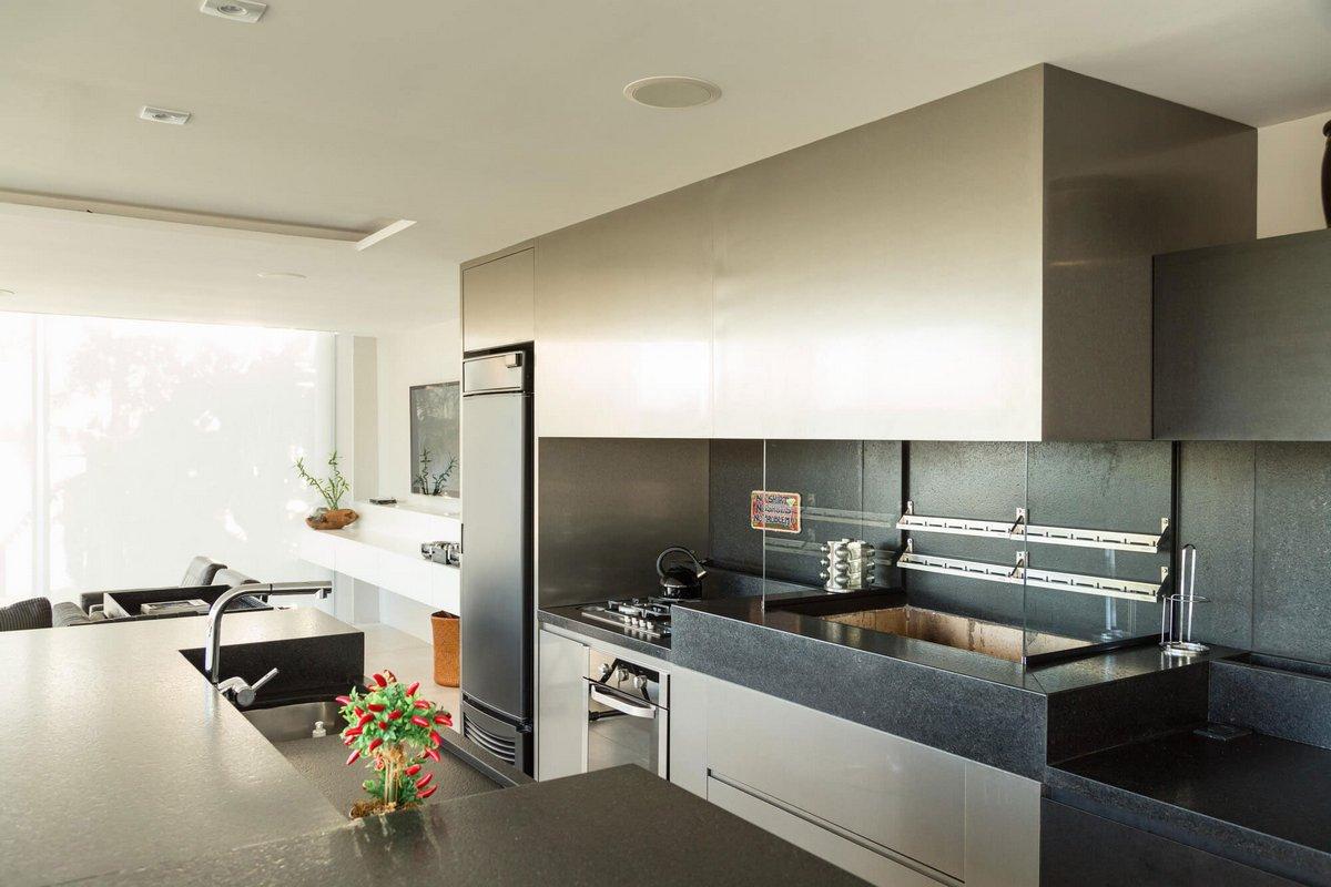 Kali Arquitetura, Порту-Алегри, Бразилия, pool house, летняя кухня частный дом, проект летней кухни фото, стеклянные панели фото, летняя кухня фото