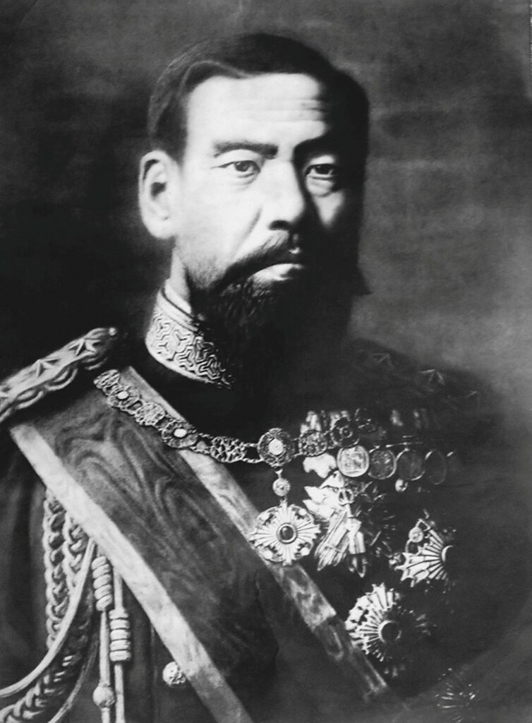 Император Мэйдзи Black_and_white_photo_of_emperor_Meiji_of_Japan.jpg