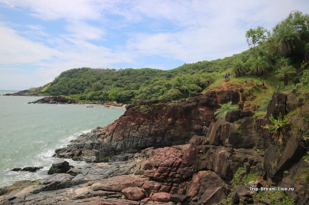 Трекинговая тропа к пляжам Halfmoon и Paradise