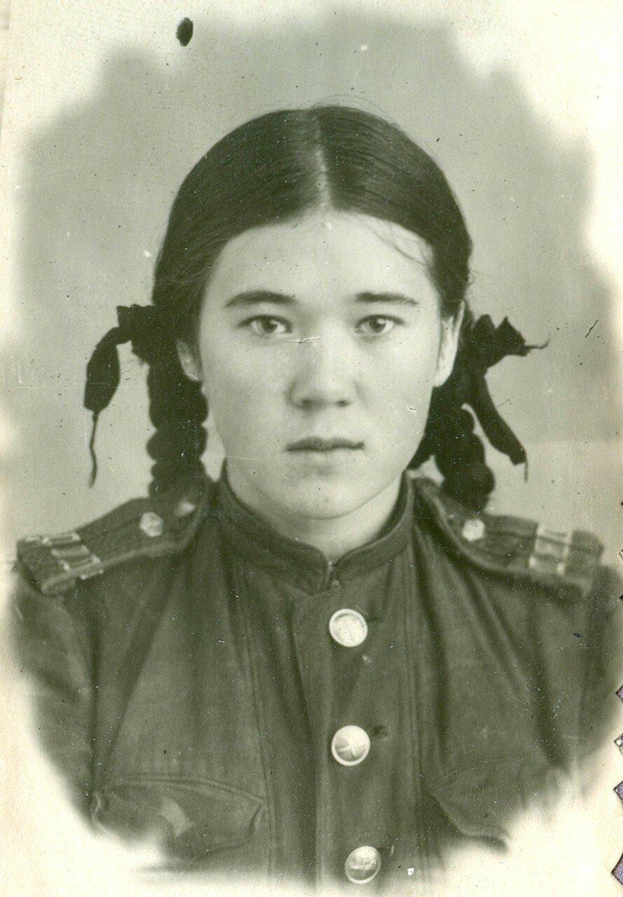 10. Лисицына Зоя - начальник станции, ученица 7-го класса ж.д. школы №1