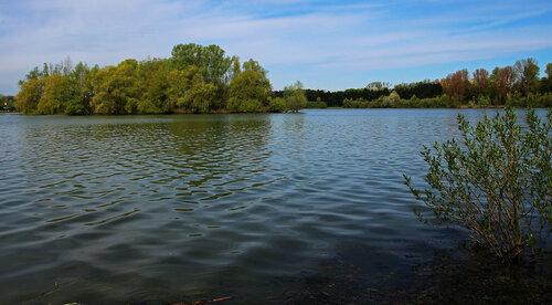 Озеро весной