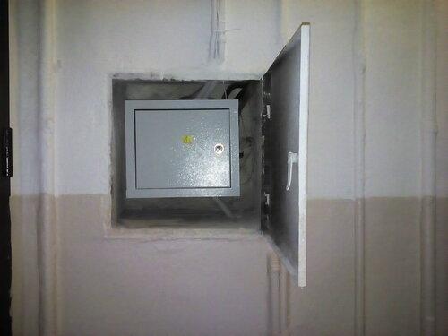 Срочный вызов электрика аварийной службы в коммунальную квартиру из-за отключения электричества в одной из комнат