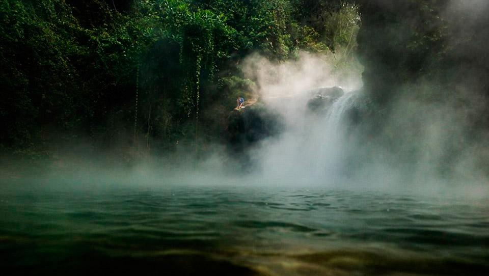Для местных племен река священна, ведь они пьют эту воду, вдыхают ее пар, готовят на этой воде, стир