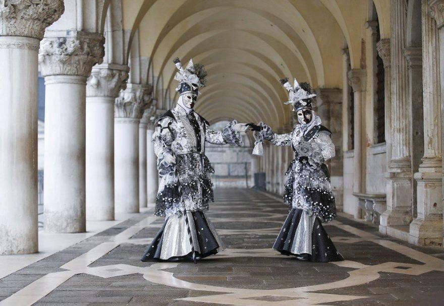 4. Венецианский карнавал на площади Сан-Марко, 30 января 2016. 5. Около 3 млн человек приезжает на В