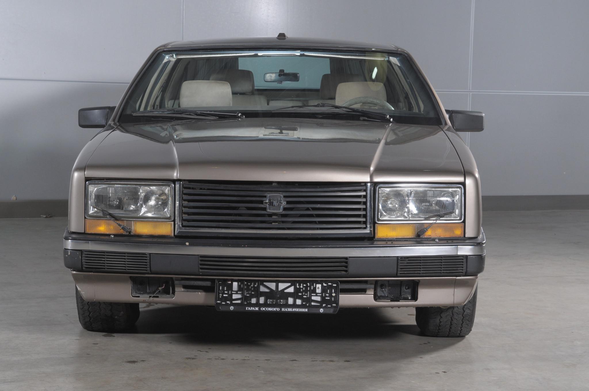 Автомобиль представительского класса ЗИЛ-4102 (16 фото)