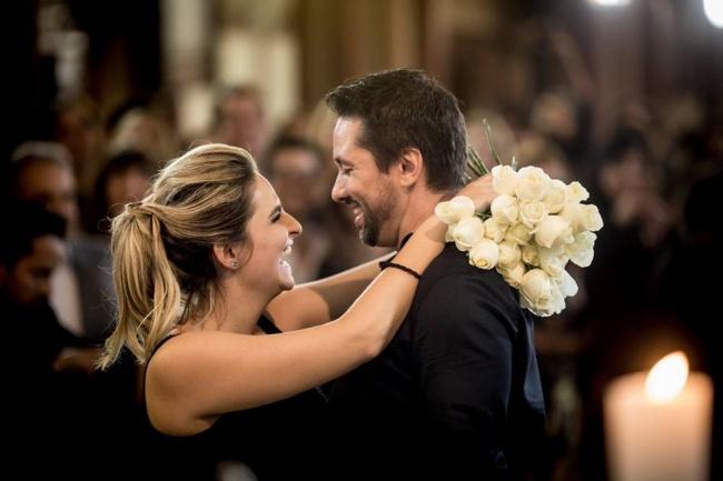 Теперь они планируют пожениться через год. Иесли это было только предложение, представьте теперь, к
