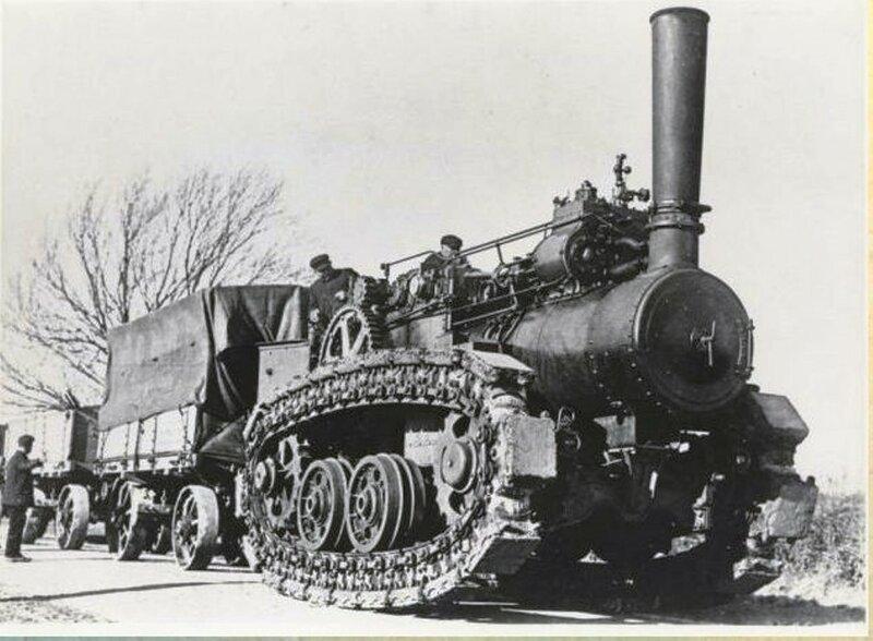 Гигантский паровой трактор Хорнсби. Трактор Хорнсби был изготовлен в Англии, 1910 году в единственном экземпляре. Презназначен для перетаскивания грузов на Аляске..jpg