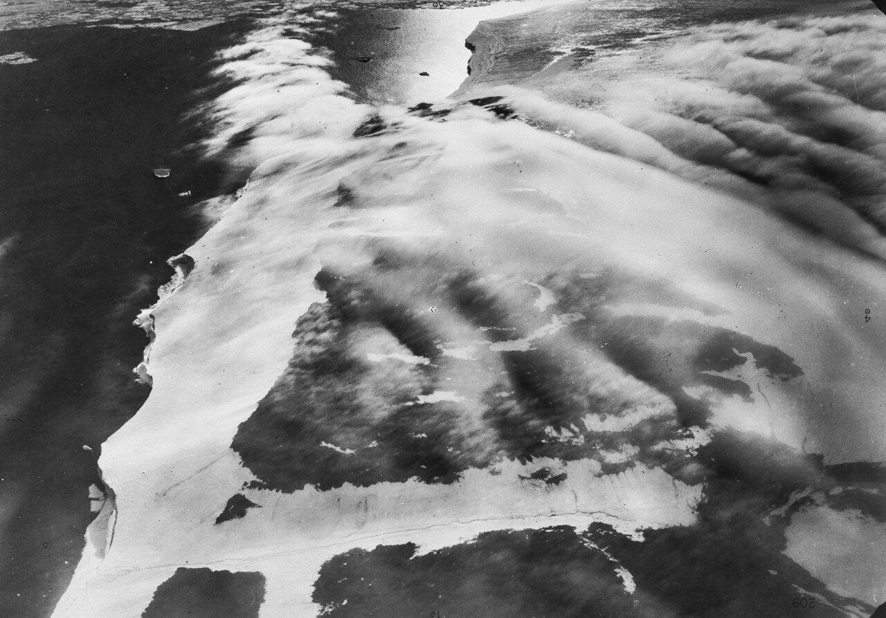 1931. Земля Франца-Иосифа. Вид с воздуха на ледники на южном мысе