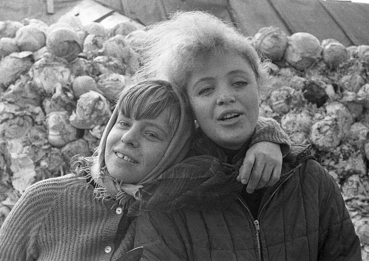 15. Таня Деменкова и Наташа Оборотова