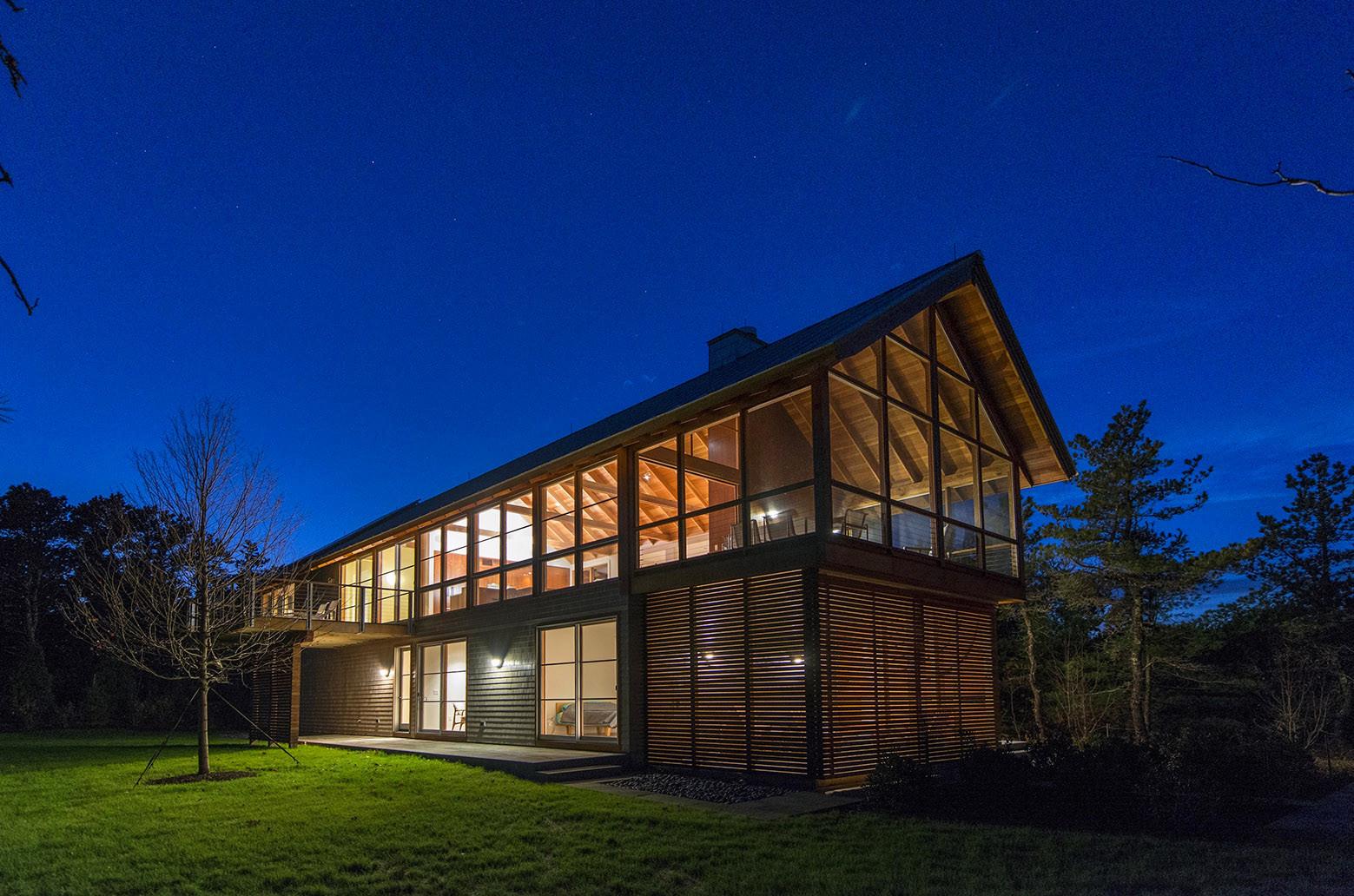 Просторный дом в американском лесу