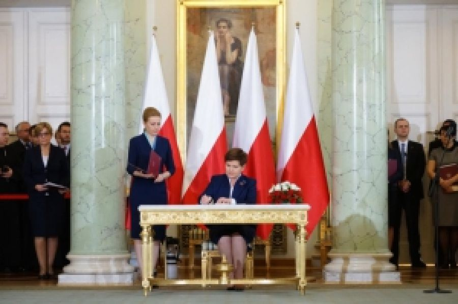 Новая консервативная власть Польши проводит положительные изменения