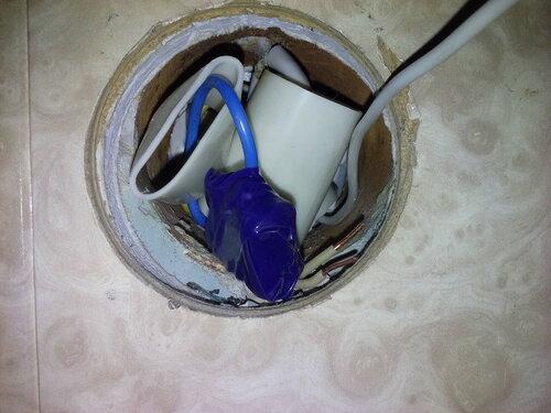 Вызов электрика аварийной службы в квартиру из-за подгорания шлейфа в розеточной группе кухни