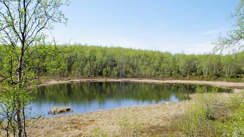край озера
