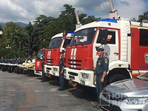 Руководитель МЧС РФ сообщил крымским спасателям технику на300 млн руб.
