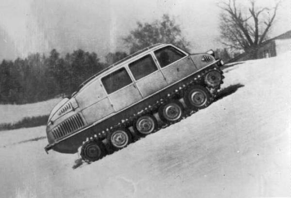 В 1947 году было создано множество проектов боевых и гражданских гусеничных машин. Страна нуждалась