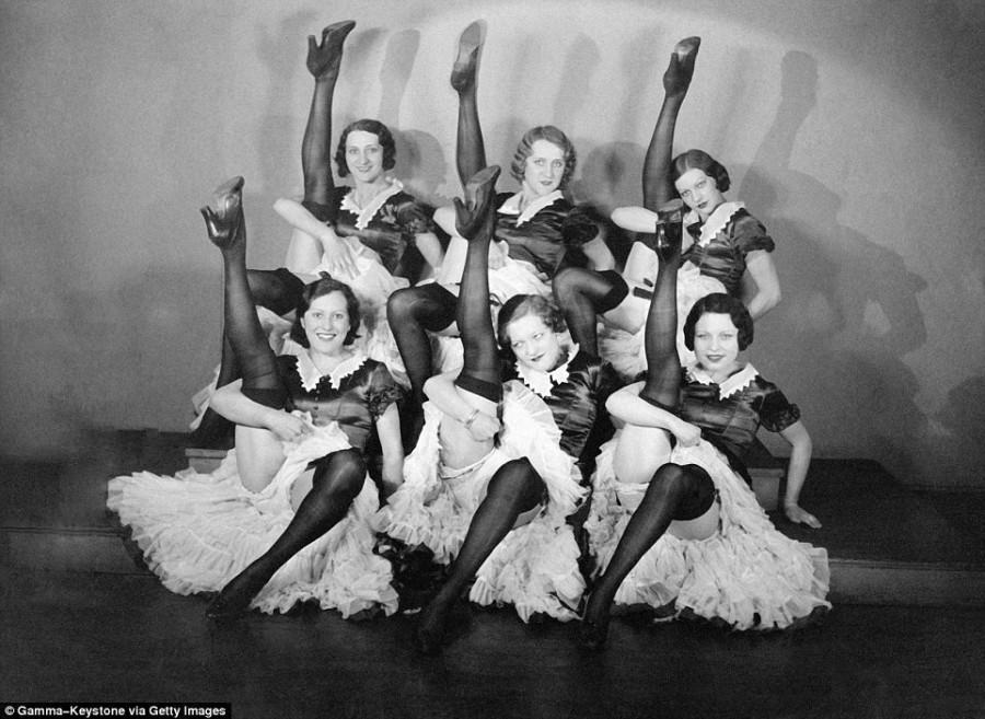 1. Своей популярностью кабаре во многом обязано канкану в исполнении юных парижанок.