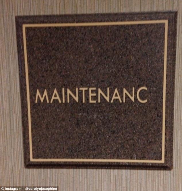 Табличка на двери хозяйственного блока с недостающей буквой на конце явно нуждается в ком-то более х