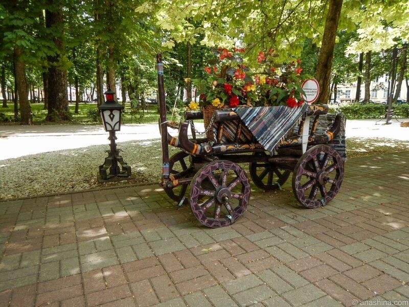 """Около кафе """"Русский двор"""", сад Блонье, Смоленск"""