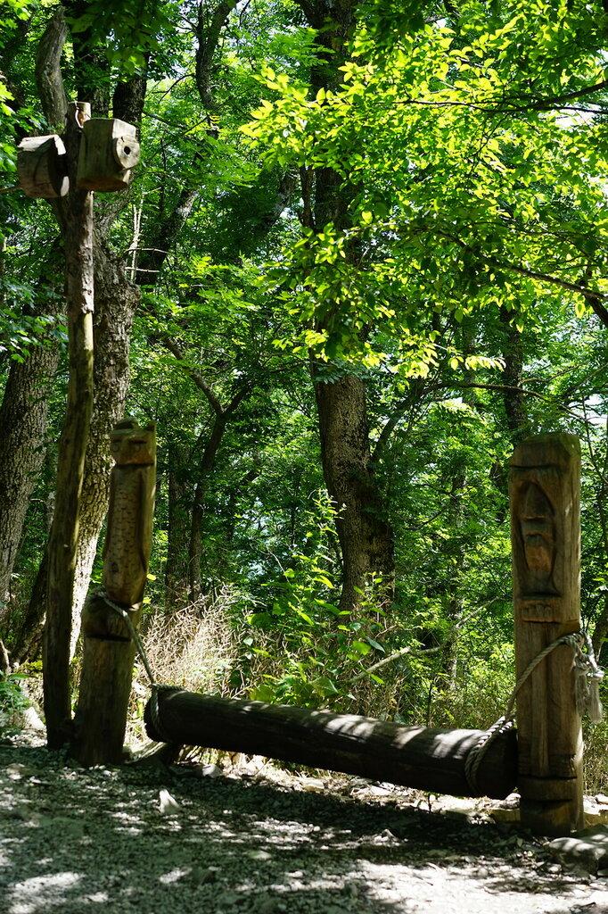Деревянная лавочка. Верхний уровень Сафари-парк, Геленджик