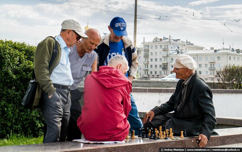 игроки в шахматы в центре Екатеринбурга