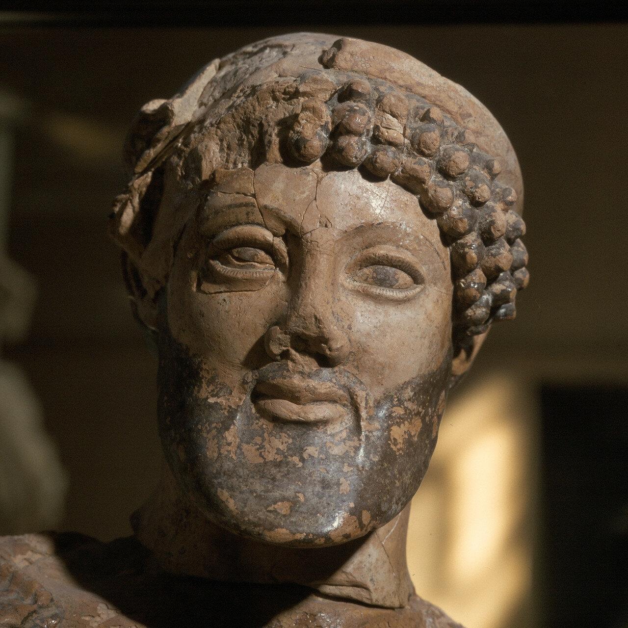 Олимпия. Музей. Голова Зевса из терракота. 480-470 до н.э.