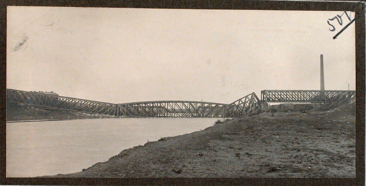 17. Вид взорванного моста через реку Сан