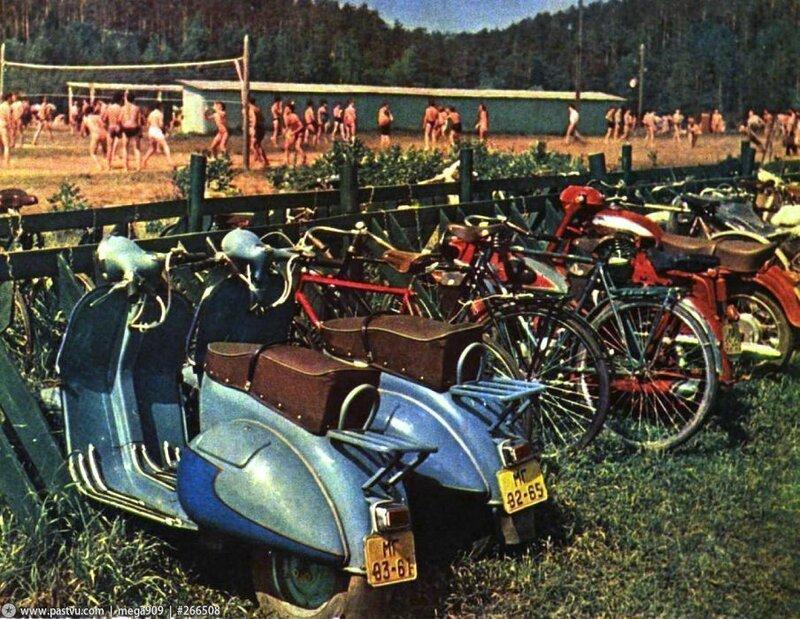 Мотопарковка в Серебряном Бору 1961 год.jpg