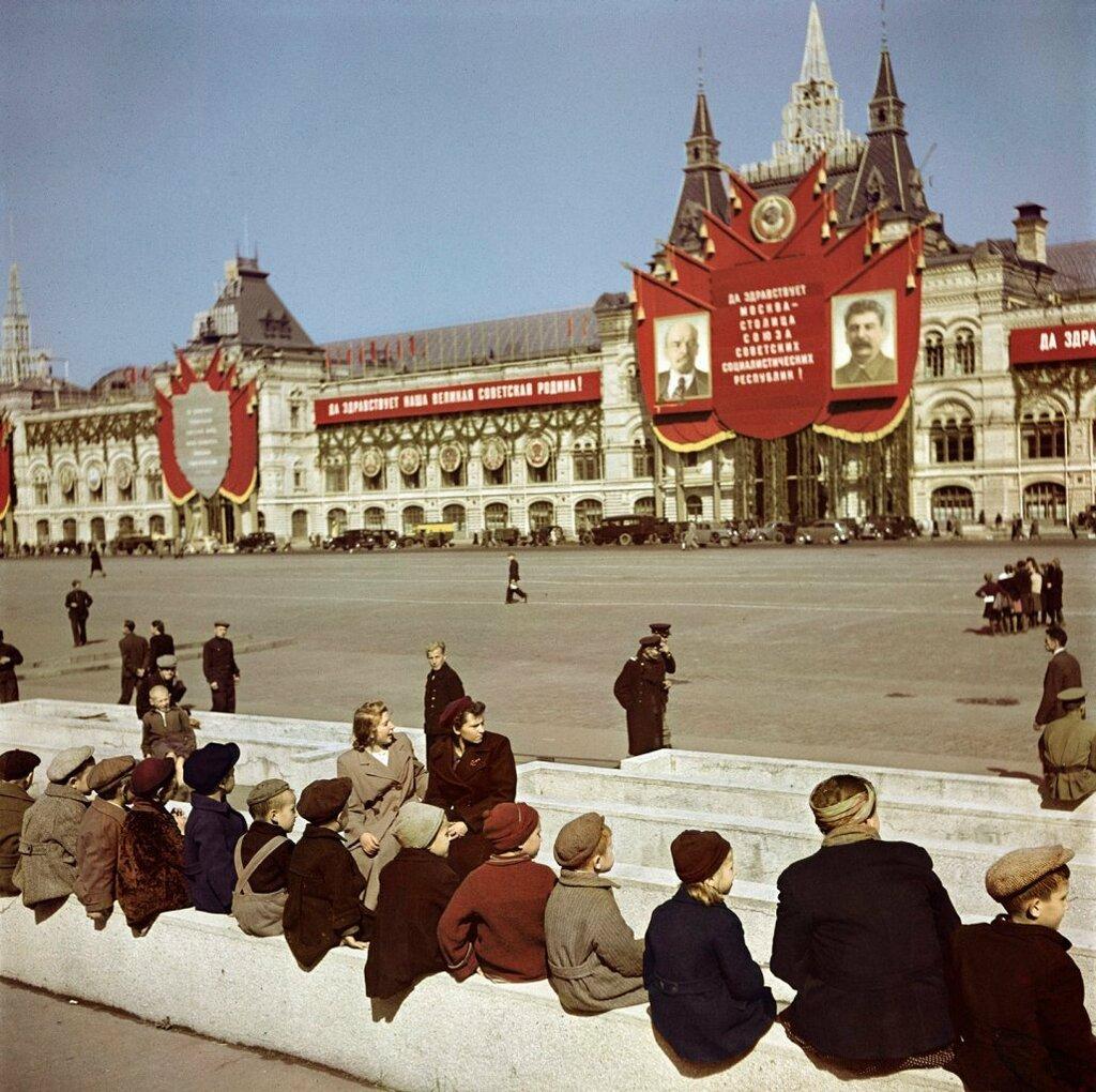1947 Robert Capa Moscow3.jpeg