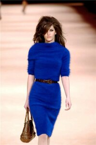 Синее платье от Alexander McQueen