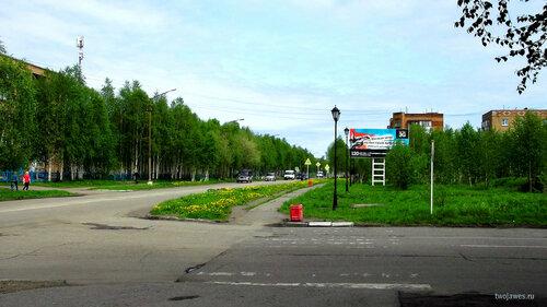 Фотография Инты №7693  Улица Мира, вид от северо-восточного угла Дзержинского 29 в восточном направлении (на фото: Мира 20, 25 и 25а 31.05.2015_11:55