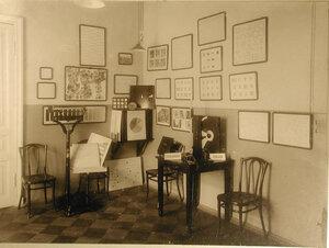 Вид части кабинета физики,где располагались оптические диаграммы