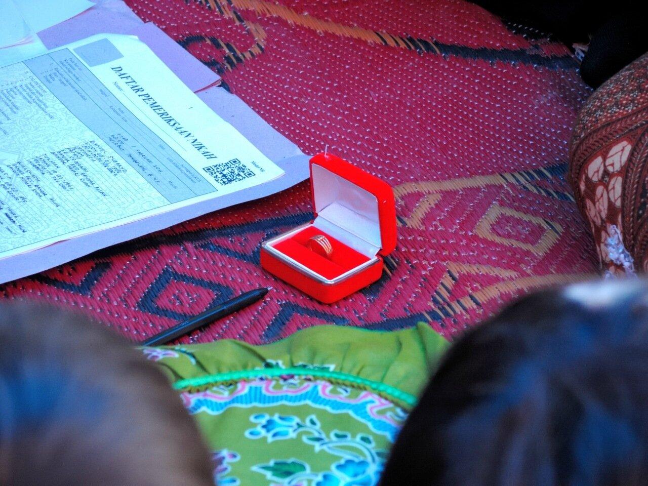 обручальное кольцо в индонезии