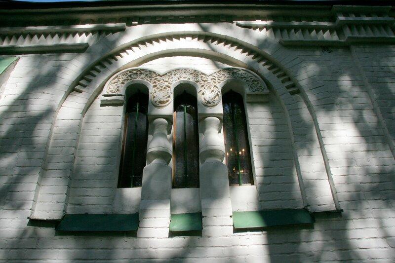 Абрамцево, церковь Спаса Нерукотворного, Окно