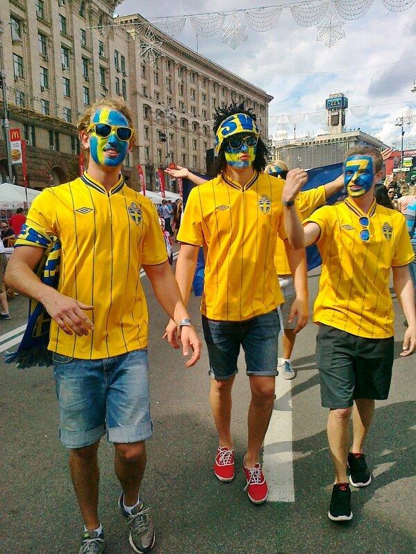 Шведские болельщики в день игры своей сборной