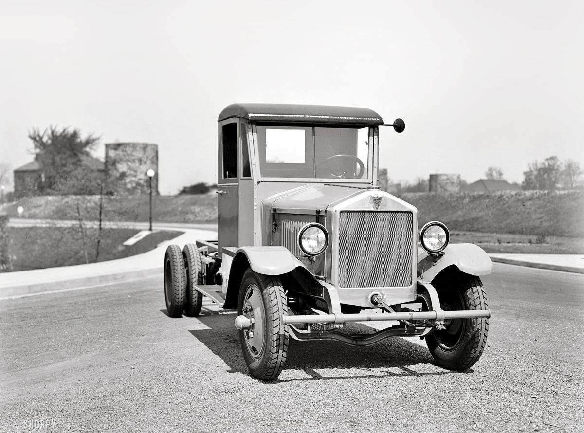 Грузовые автомобили начала 20-го века на снимках американских фотографов (36)