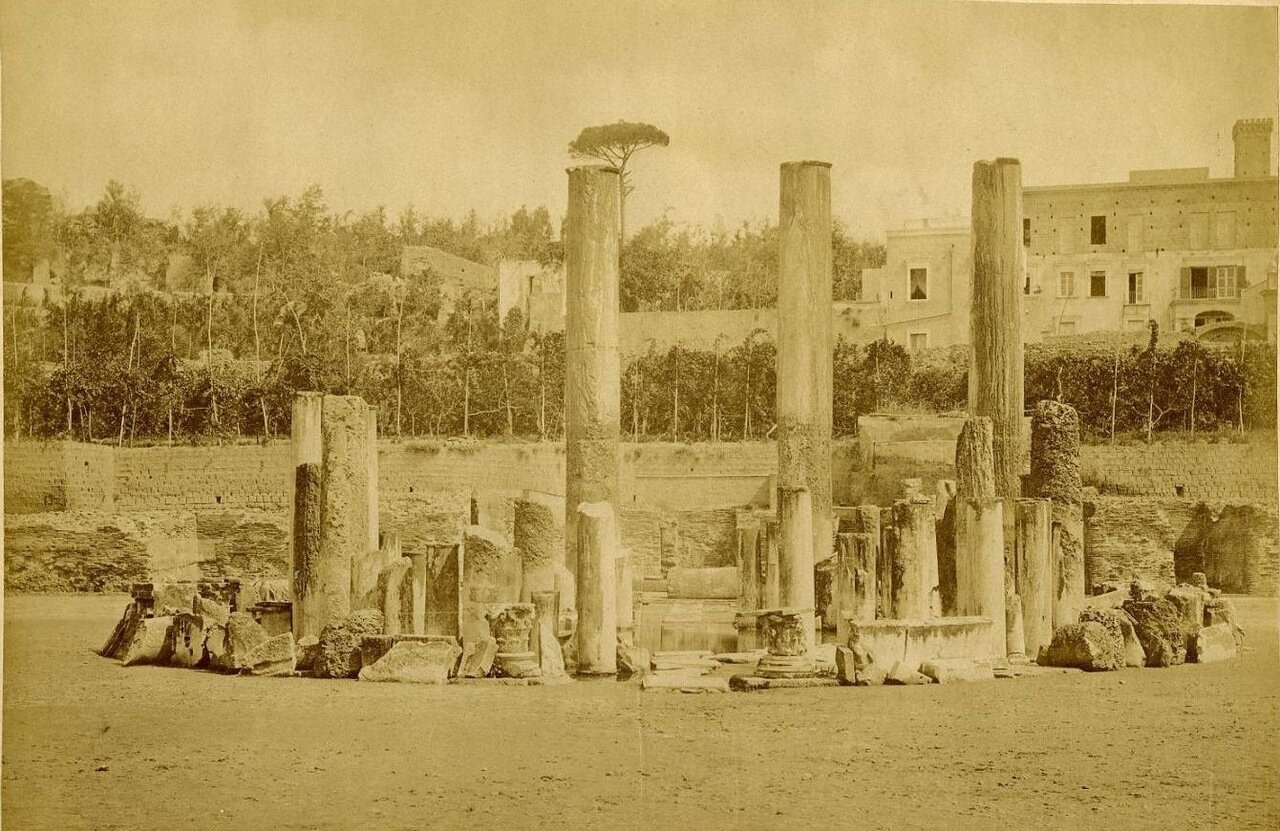 Поццуоли. Храм  Юпитера Сераписа