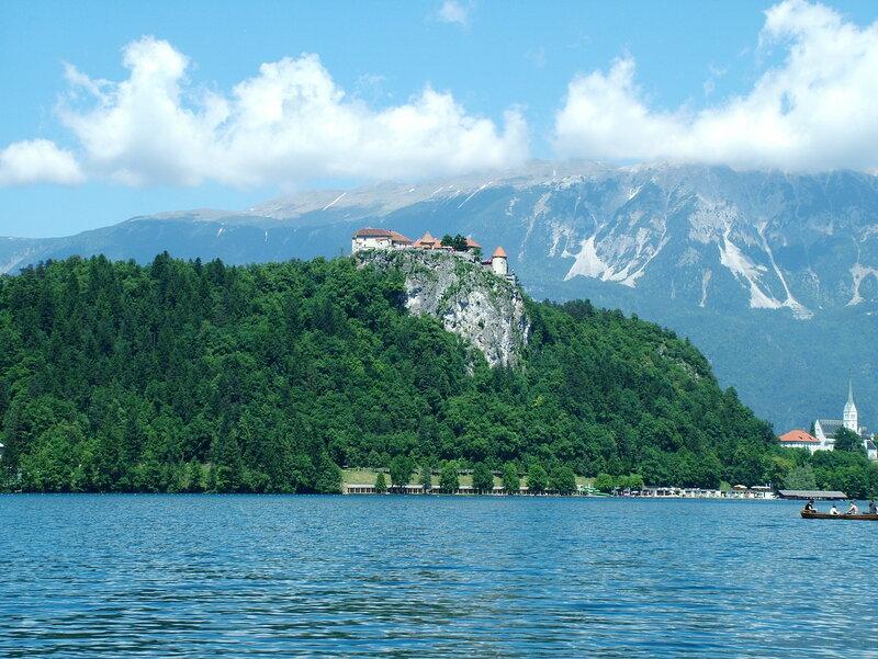 Бледский замок XIII века