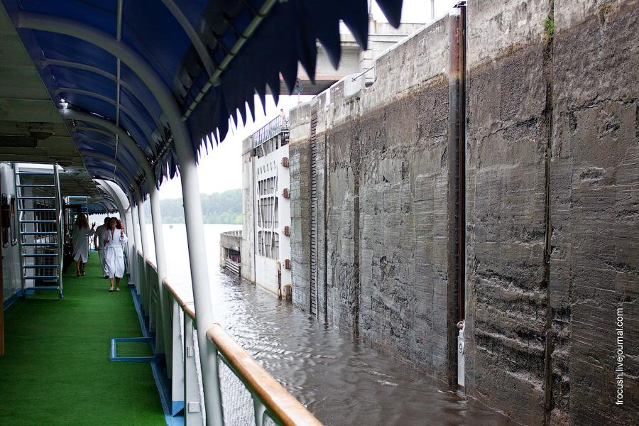 Шлюз Угличского гидроузла 3 июля 2010 года