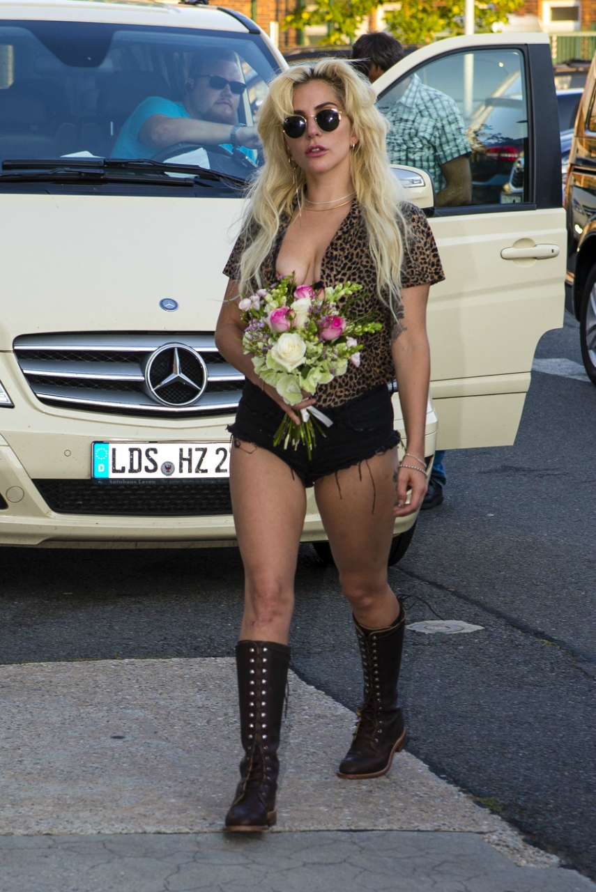 EXCLUSIVE: *PREMIUM EXCLUSIVE* *No web until 09/09/2016 12:00AM PST* Lady Gaga at the Eastside Gallery Berlin and wardrobe malfunction at Berlin Schoenefeld airport